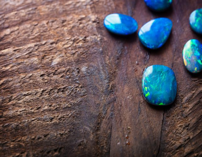 Blue Opal: Properties and How To Use It